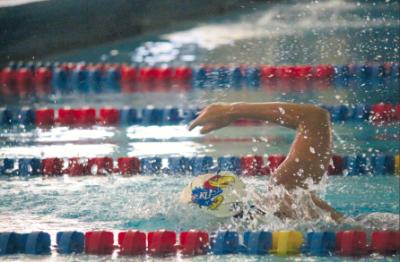 Kansas swimming defeats Vanderbilt, falls to Arkansas