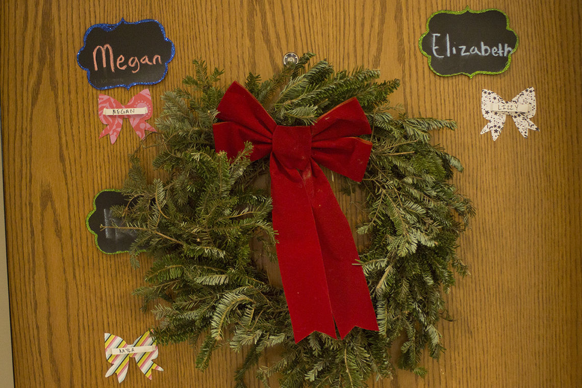 christmas dorm decorations 2