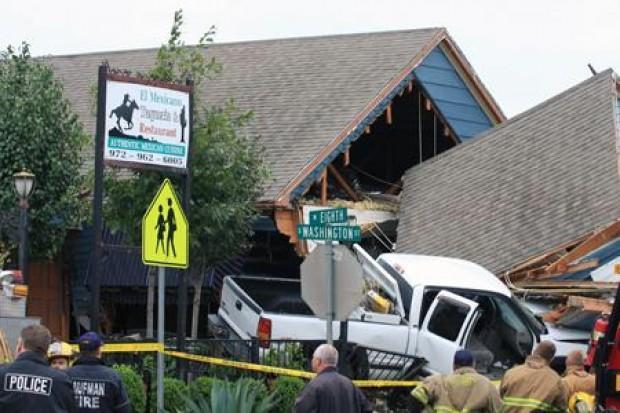 Kaufman driver hits blue house restaurant the kaufman for Christina campbell tavern