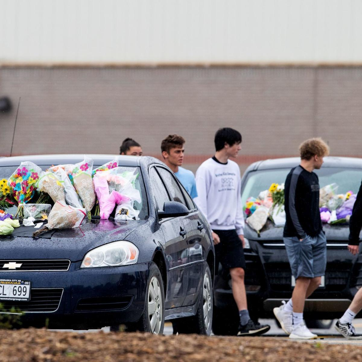 Gretna community mourns deaths of 4 teens in crash Monday