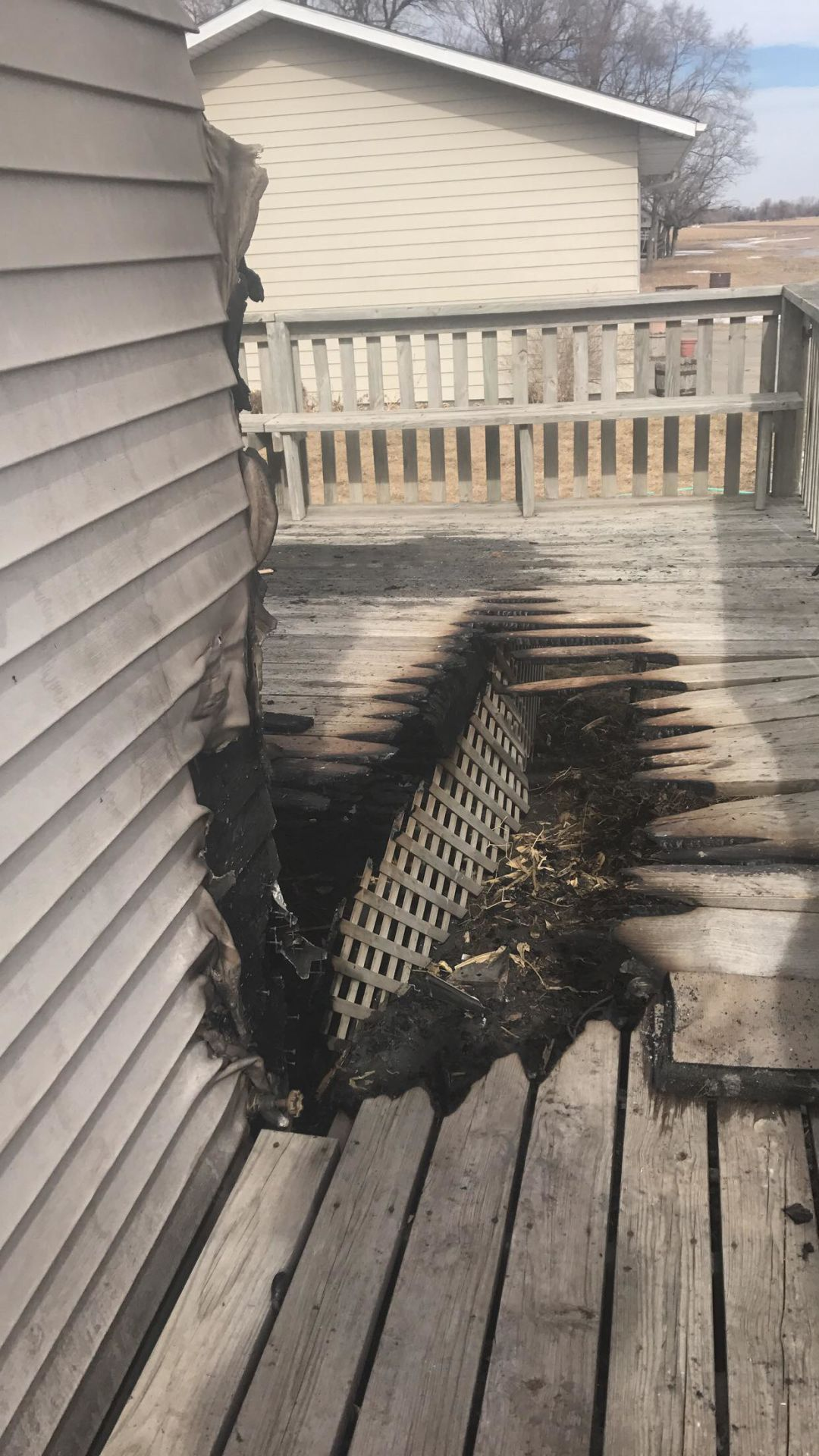 Neighbor rouses family, helps extinguish Newark house fire