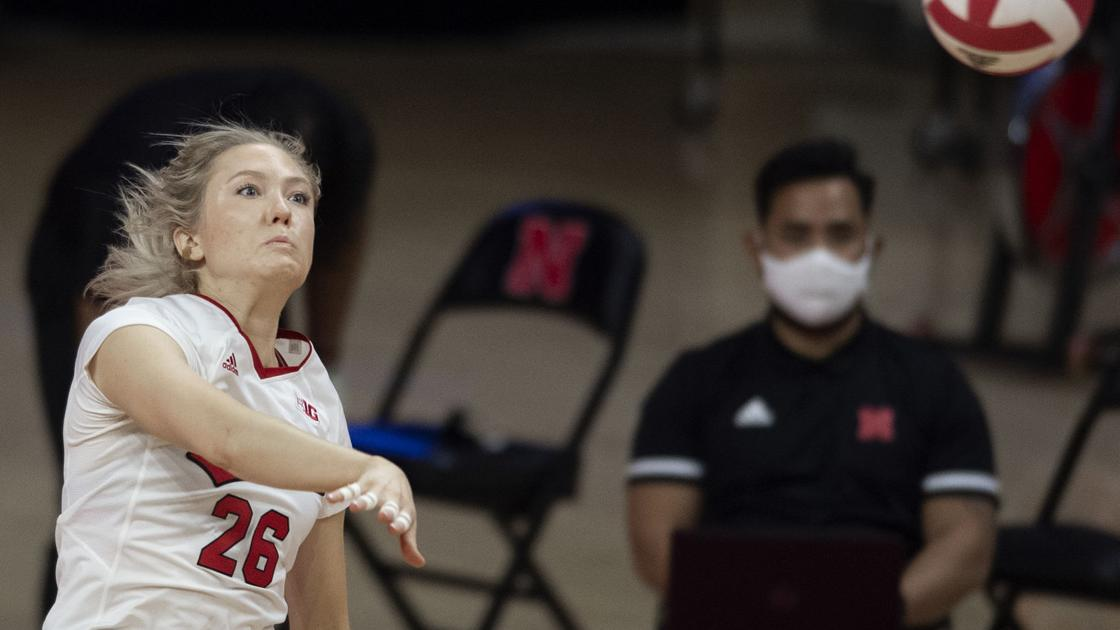 Nebraska volleyball players go 'mano a mano' to try and beat opponent with serving