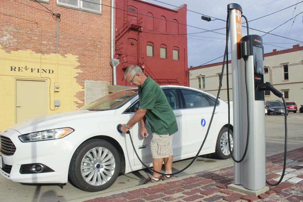 City Hall Charged Up To Roll Out Electric Car Charge