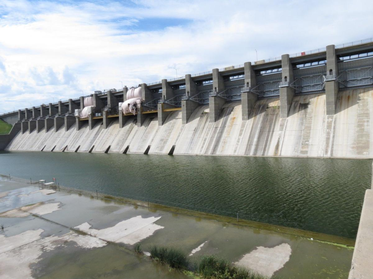 Progress hits midway point on Harlan County Dam gate ...