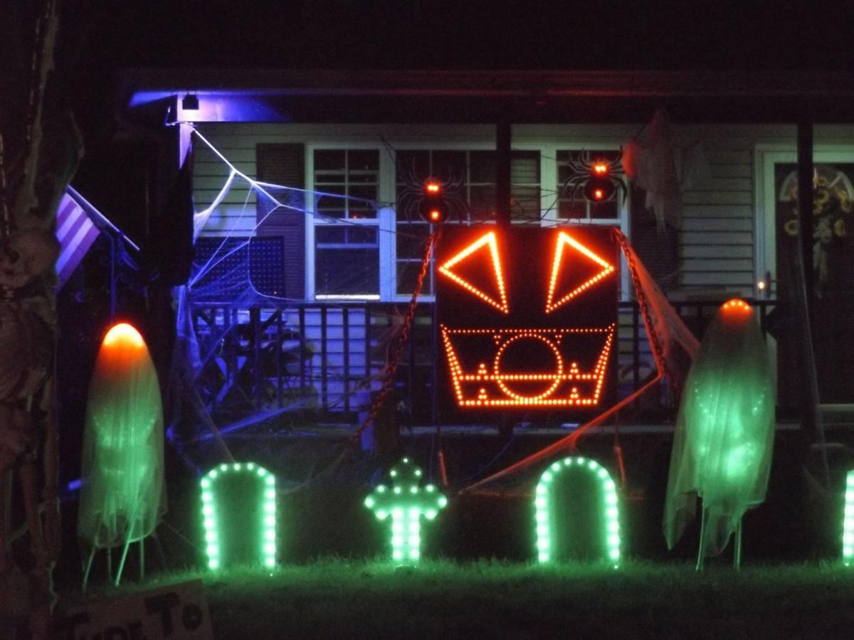 Halloween house has lights and music | Life | kenoshanews.com