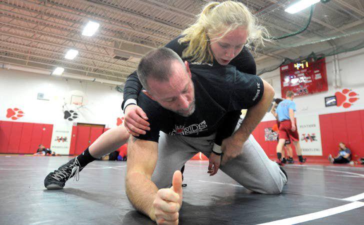 Keen's judo skills help her on Wilmot wrestling team