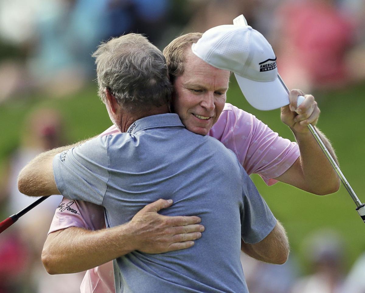 Steve Strick, Jerry Kelly hug, Akron photo