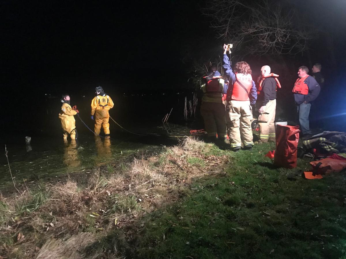 No 'big deal': Man swims away from plane crash in Camp Lake