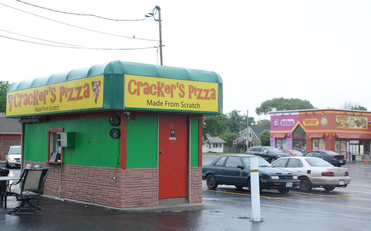 20190611-kn-a-crackerspizza7.jpg