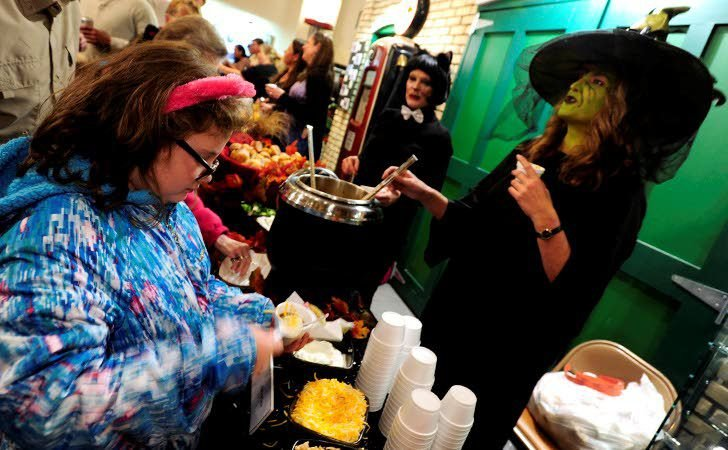 Hundreds warm up with tasty chili