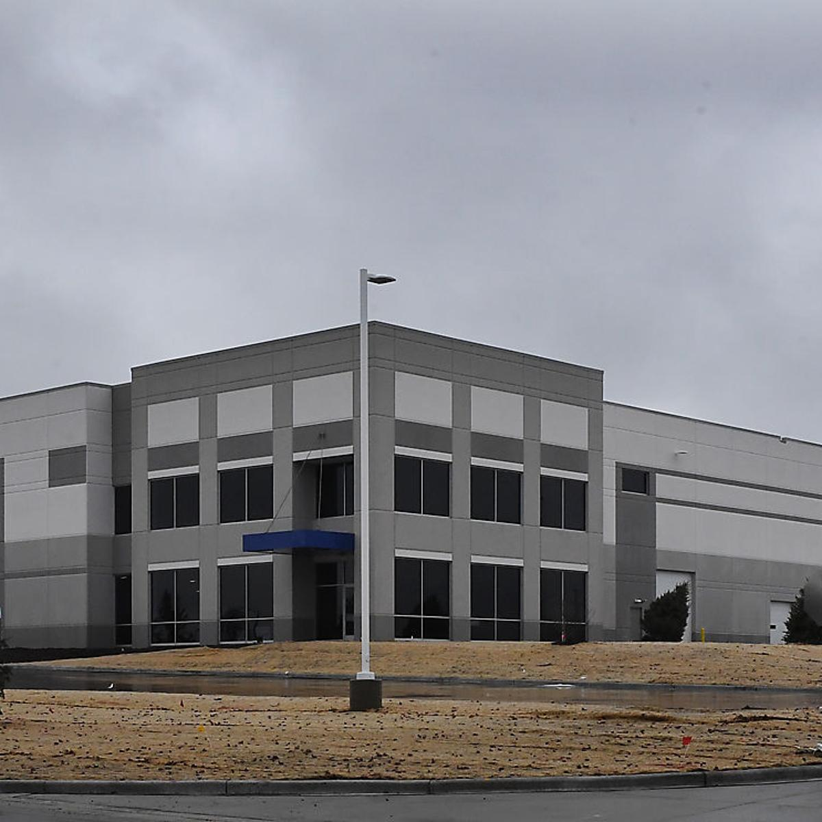 Uline to adds industrial building in