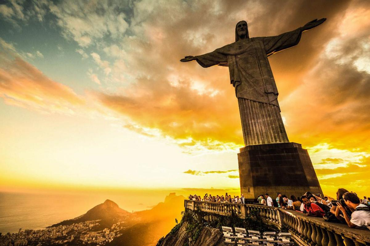 Wonders of the World Christ statue