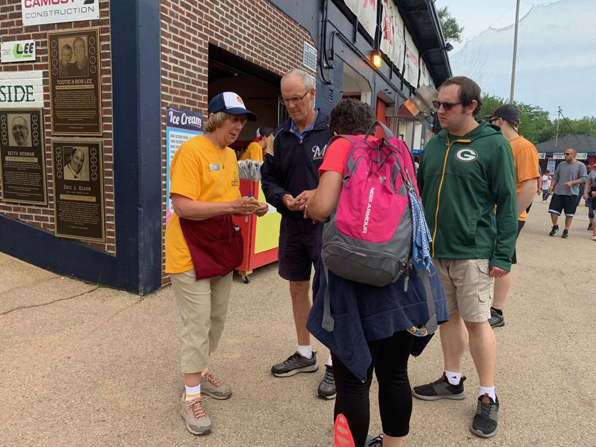 Jane Snediker and Kingfish patrons