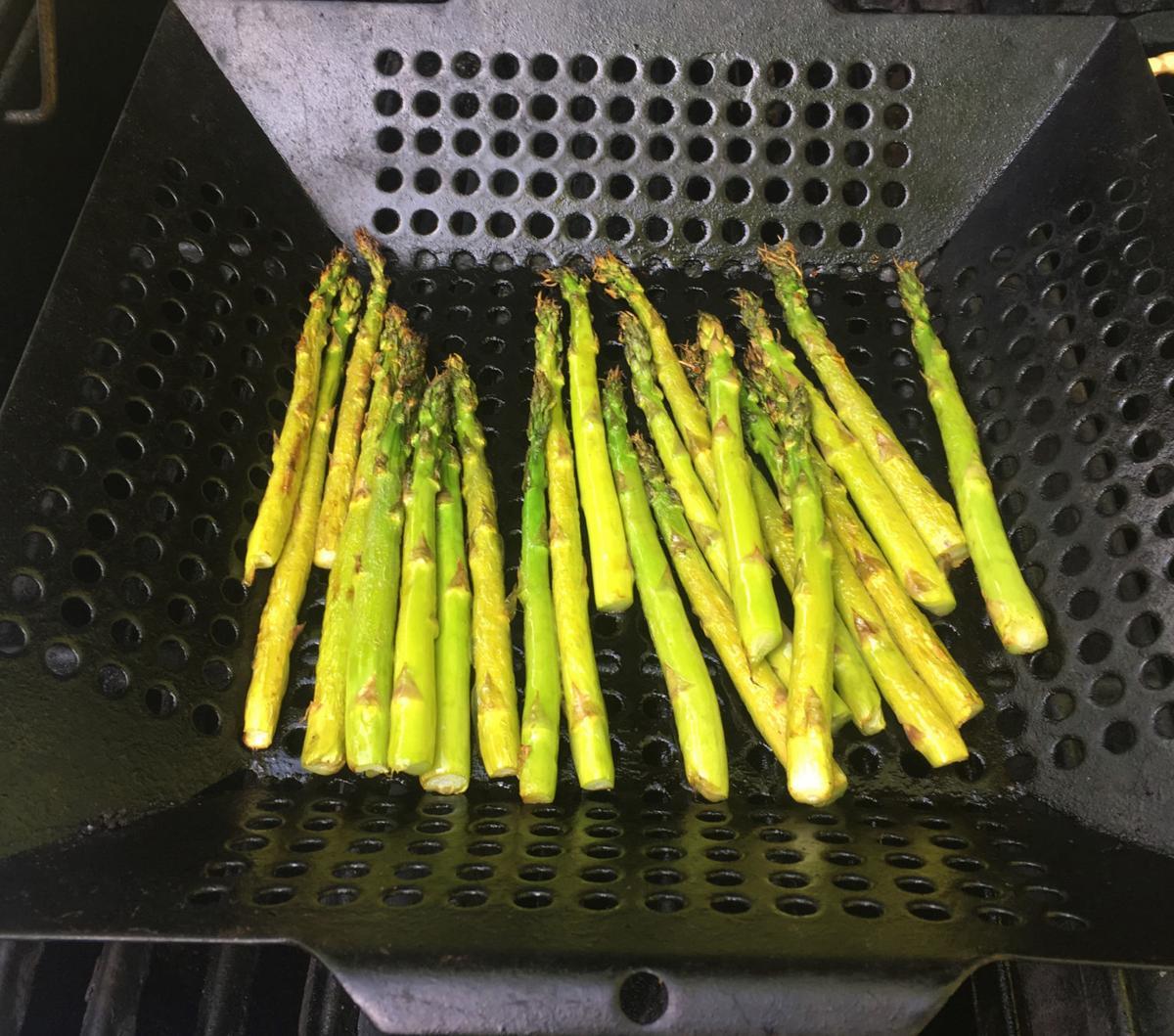 grilling asparagus.jpg