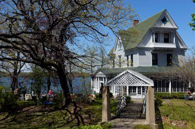 Sale At Amityville Horror House Draws Crowds Insider