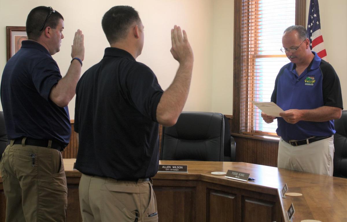 Mayor King swears in new Cadiz police officers