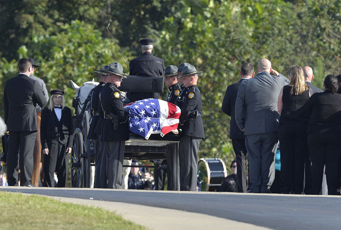 Hundred attend funeral of slain Kentucky state trooper