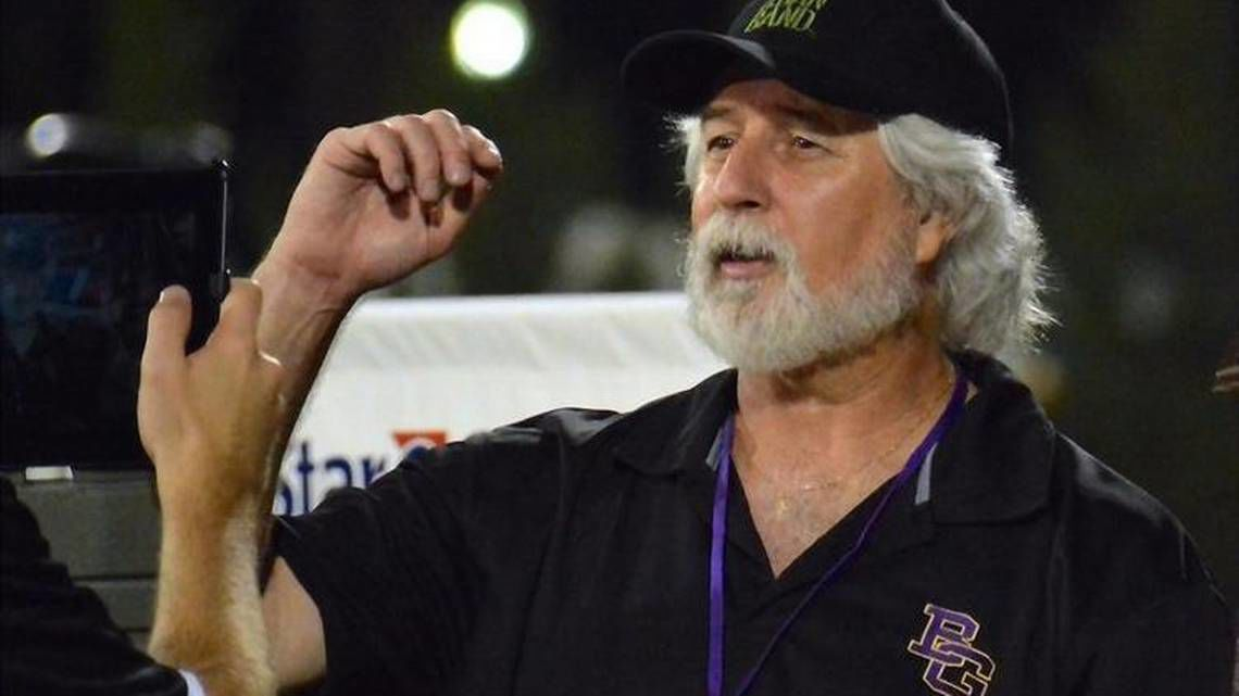 Photographer dies after collapsing on field at state baseball tournament