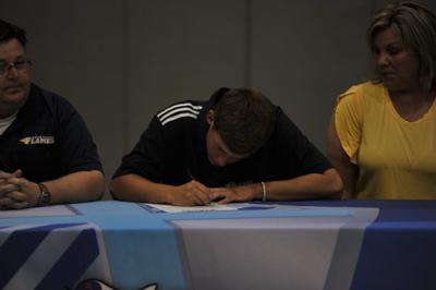 HCA's Fowler signs with Welch