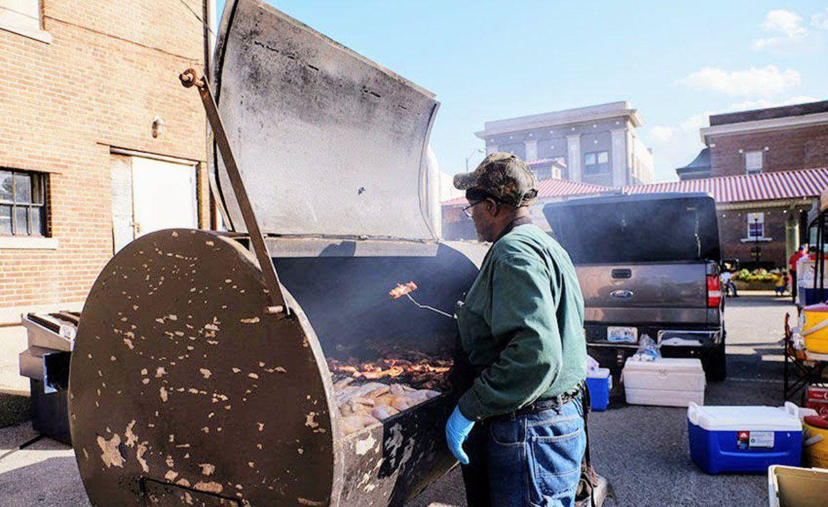 Squealin' on the Square marries BBQ and live music