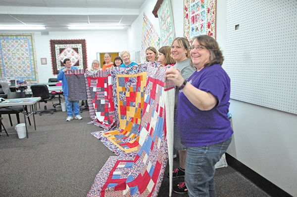 Local woman makes quilts for soldiers | Community | Kentucky New Era : quilts for soldiers - Adamdwight.com