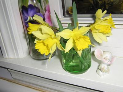 Still on the sill: Buttercup bouquet makes its way inside