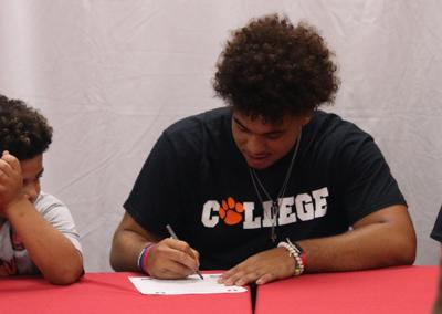 Polley signs letter to play football at Union College