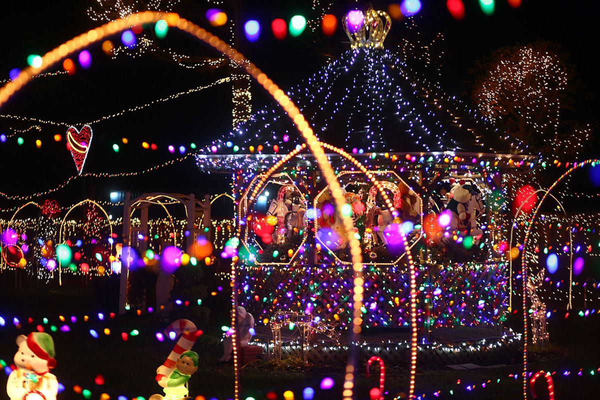 Where To See Christmas Lights.Get In The Christmas Spirit Where To See Lighting Displays