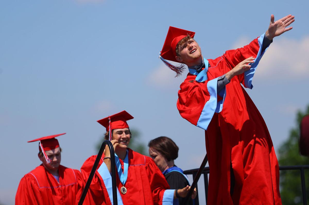 Maconaquah graduation 04.jpg