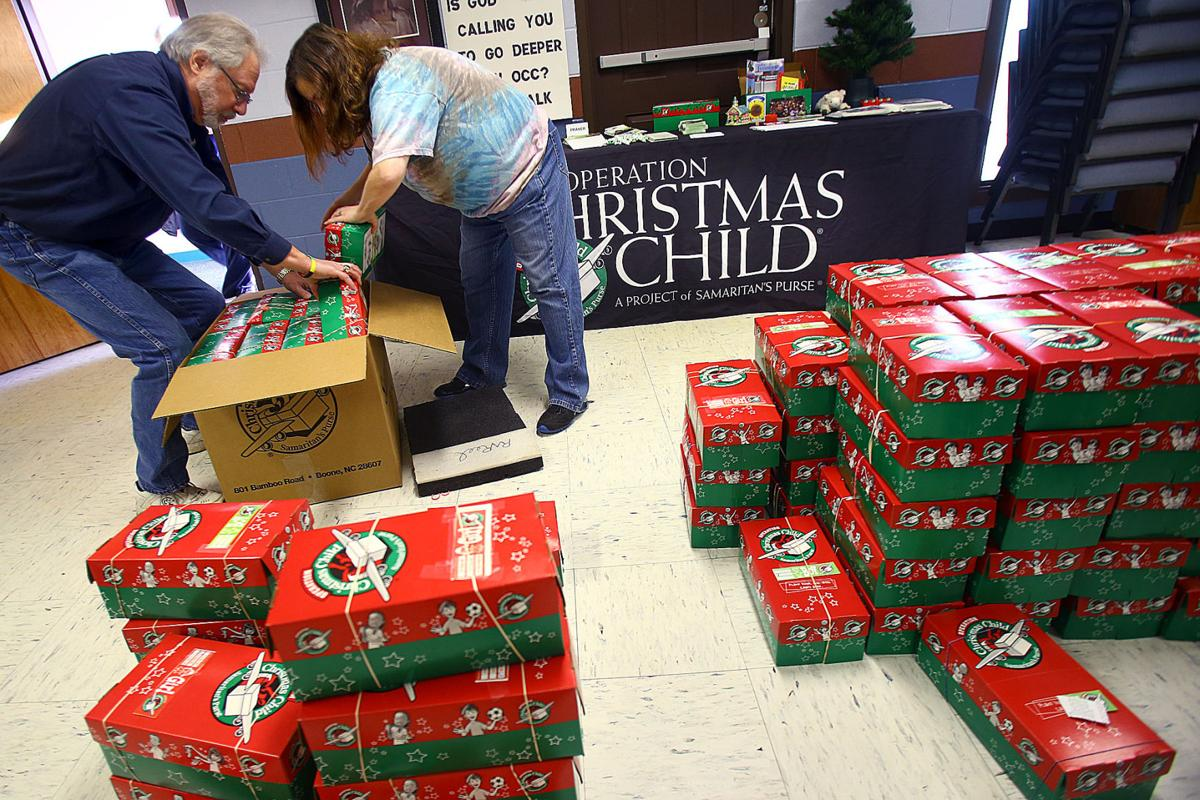 Christmas Child Boxes.Volunteers Collecting Shoe Boxes For Operation Christmas