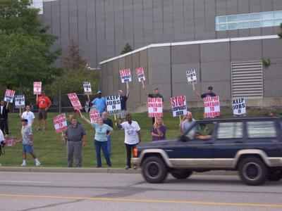 UAW, retirees rally outside Delphi on Lincoln Road | Local