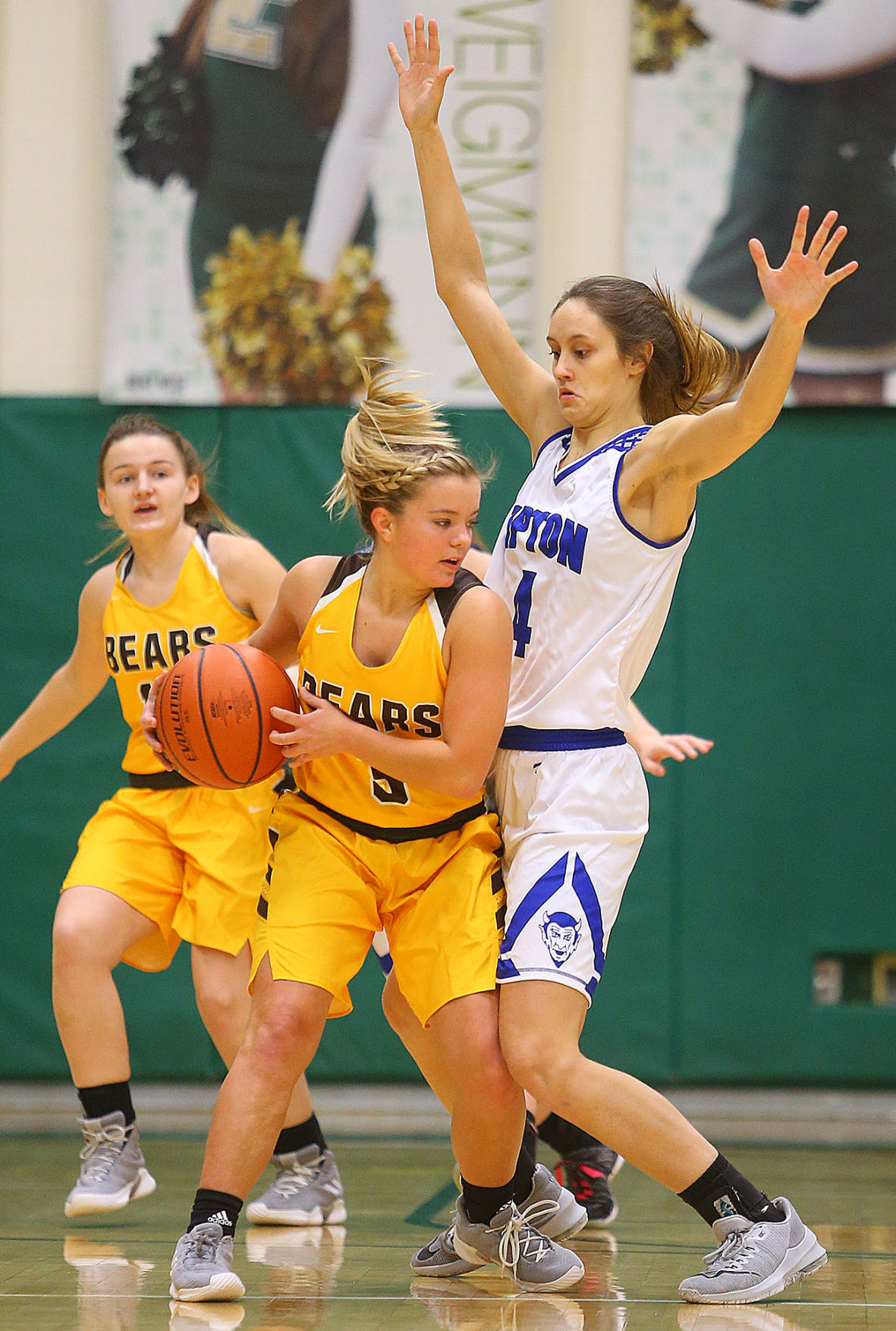 Tipton vs MC GBB 03.jpg