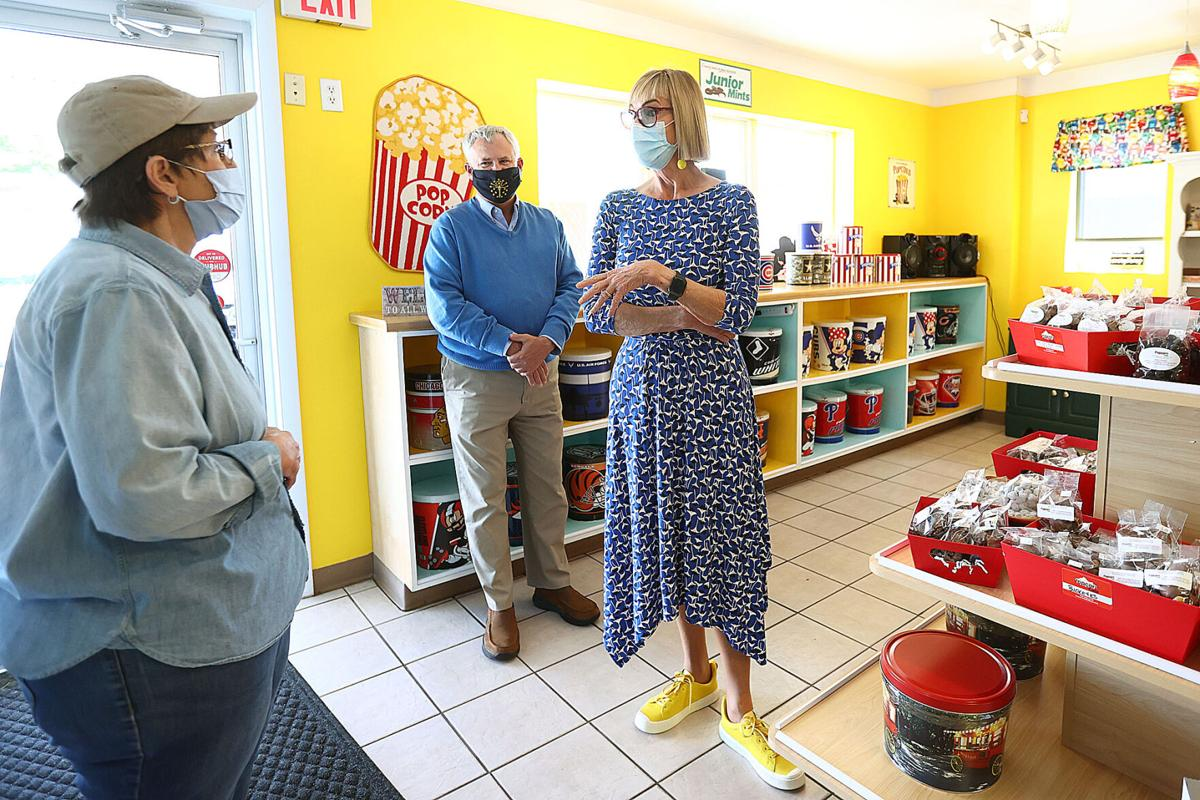 Suzanne Crouch at Popcorn Cafe 01.jpg