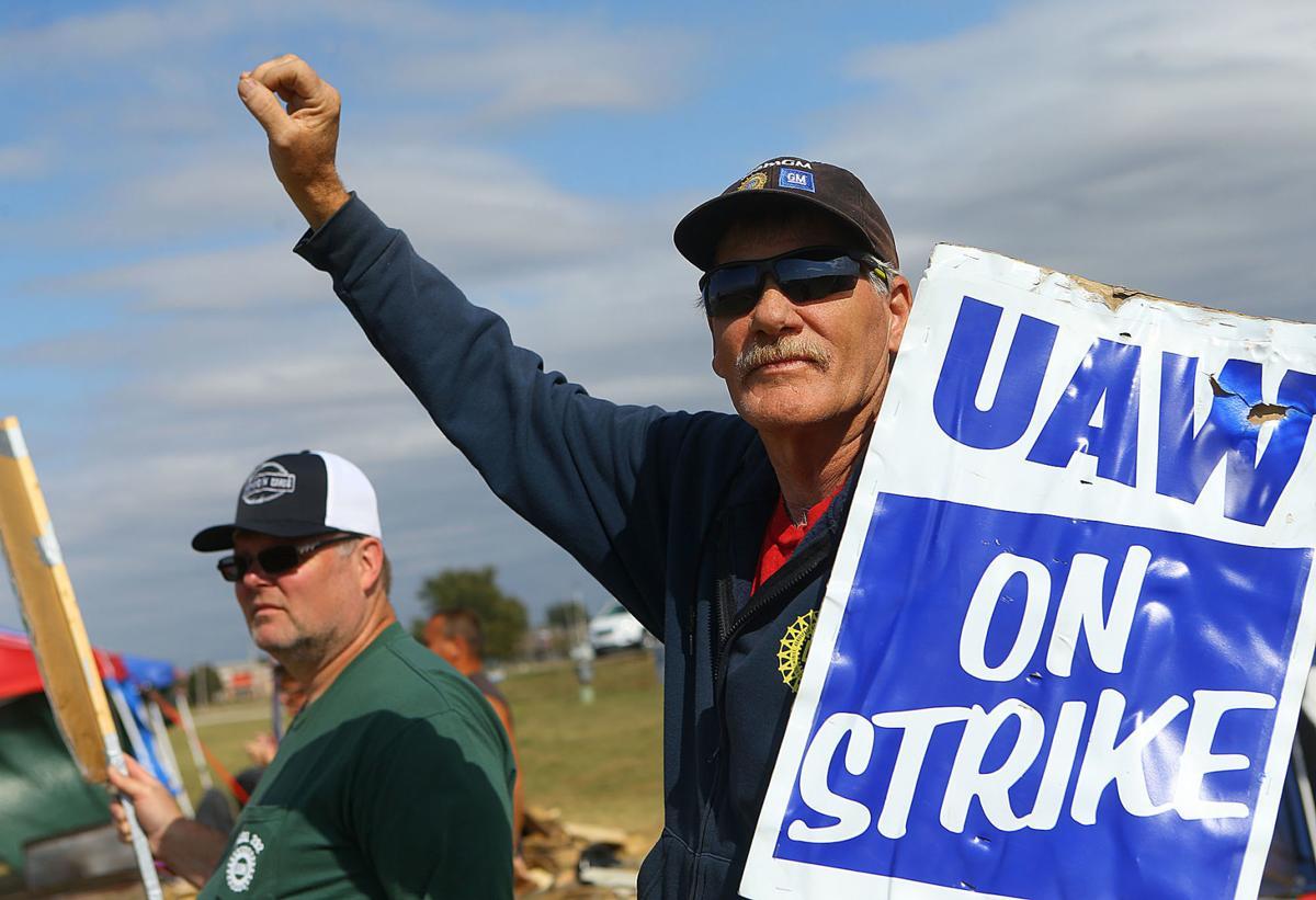GM strike 10-15 02.jpg