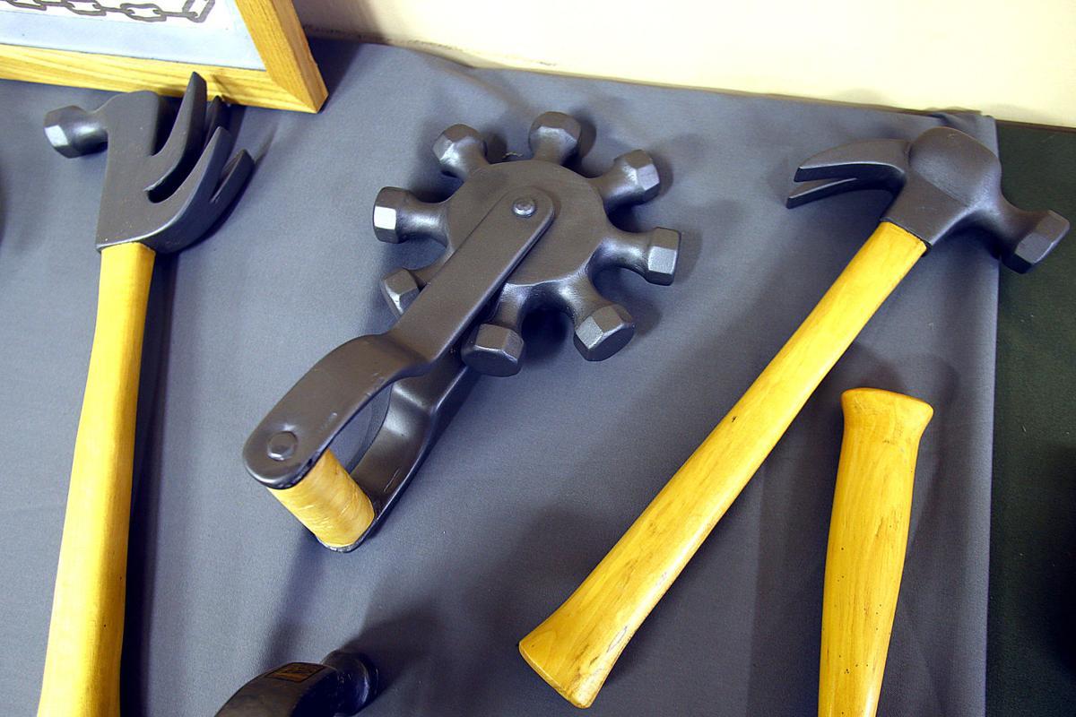 Hammer Carver