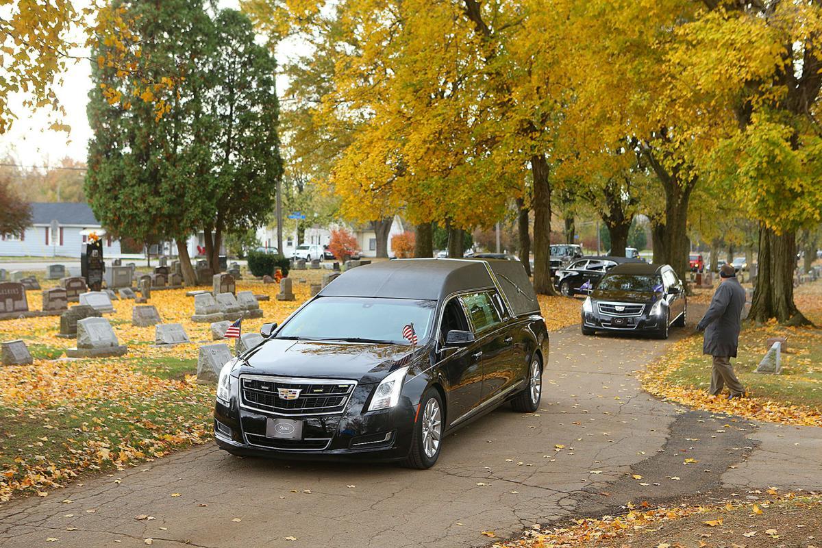 Bob Sargent burial 01.jpg