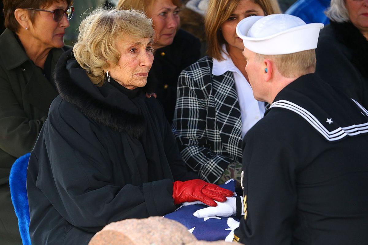 Bob Sargent burial 06.jpg