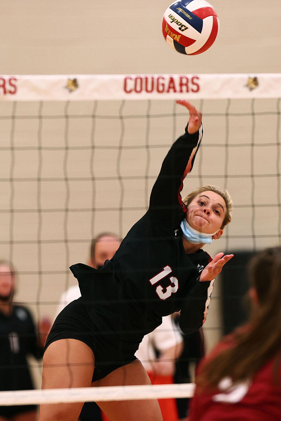 Volleyball IUK vs Aquinas 05.jpg