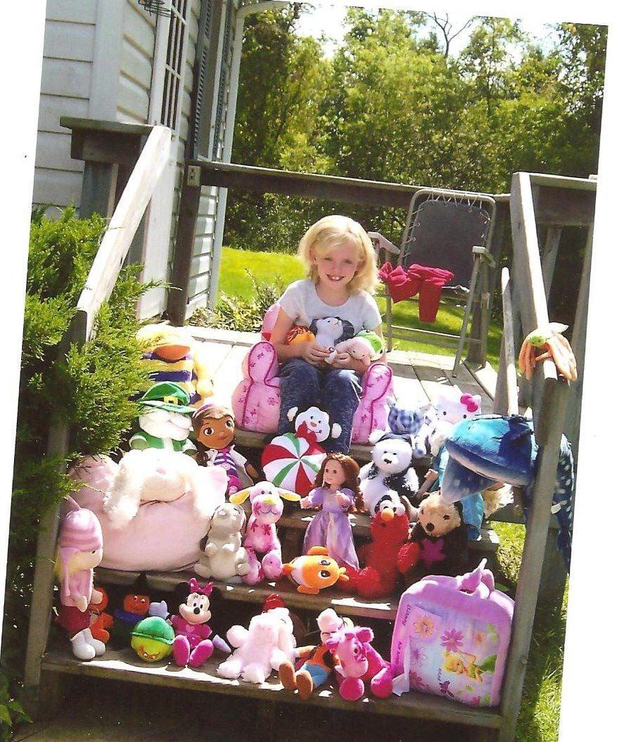 Jackson County HCE donates 30 stuffed toys to Nicaragua