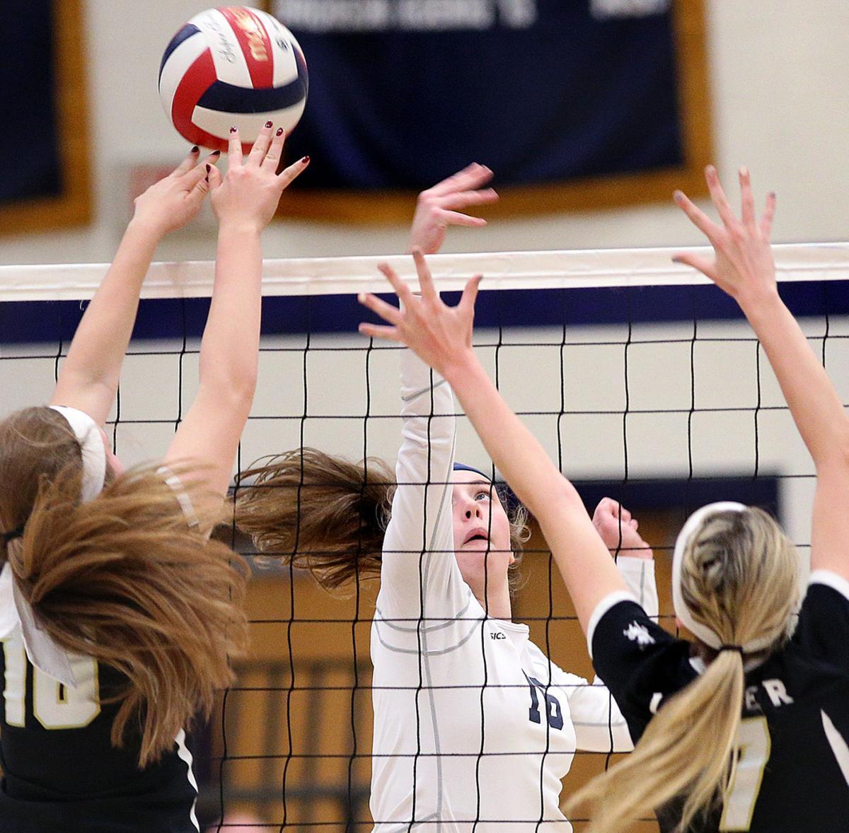 High school volleyball: Lexi Donarski-led La Crosse Aquinas powers past Onalaska Luther