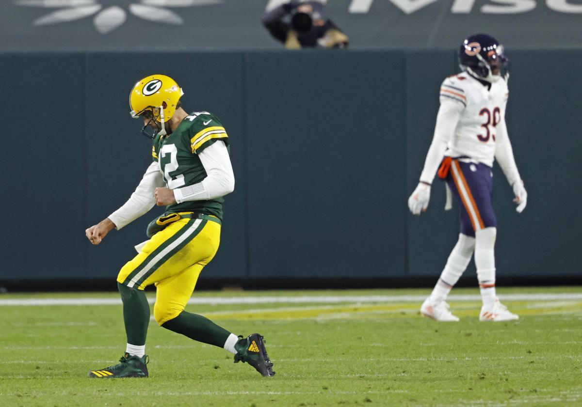 Aaron Rodgers celebrates against Bears, AP photo