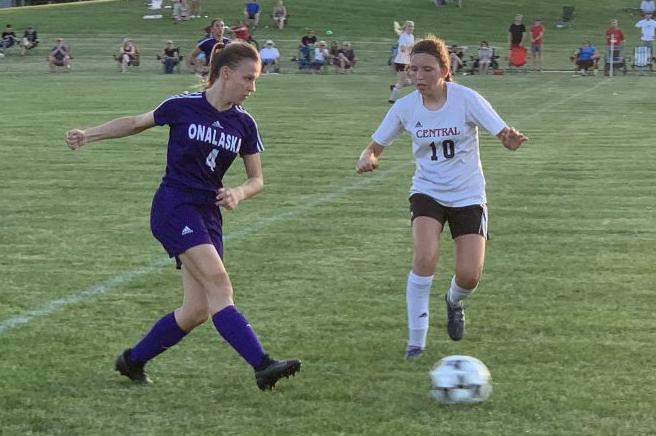 Lauren Ecklund passes the ball