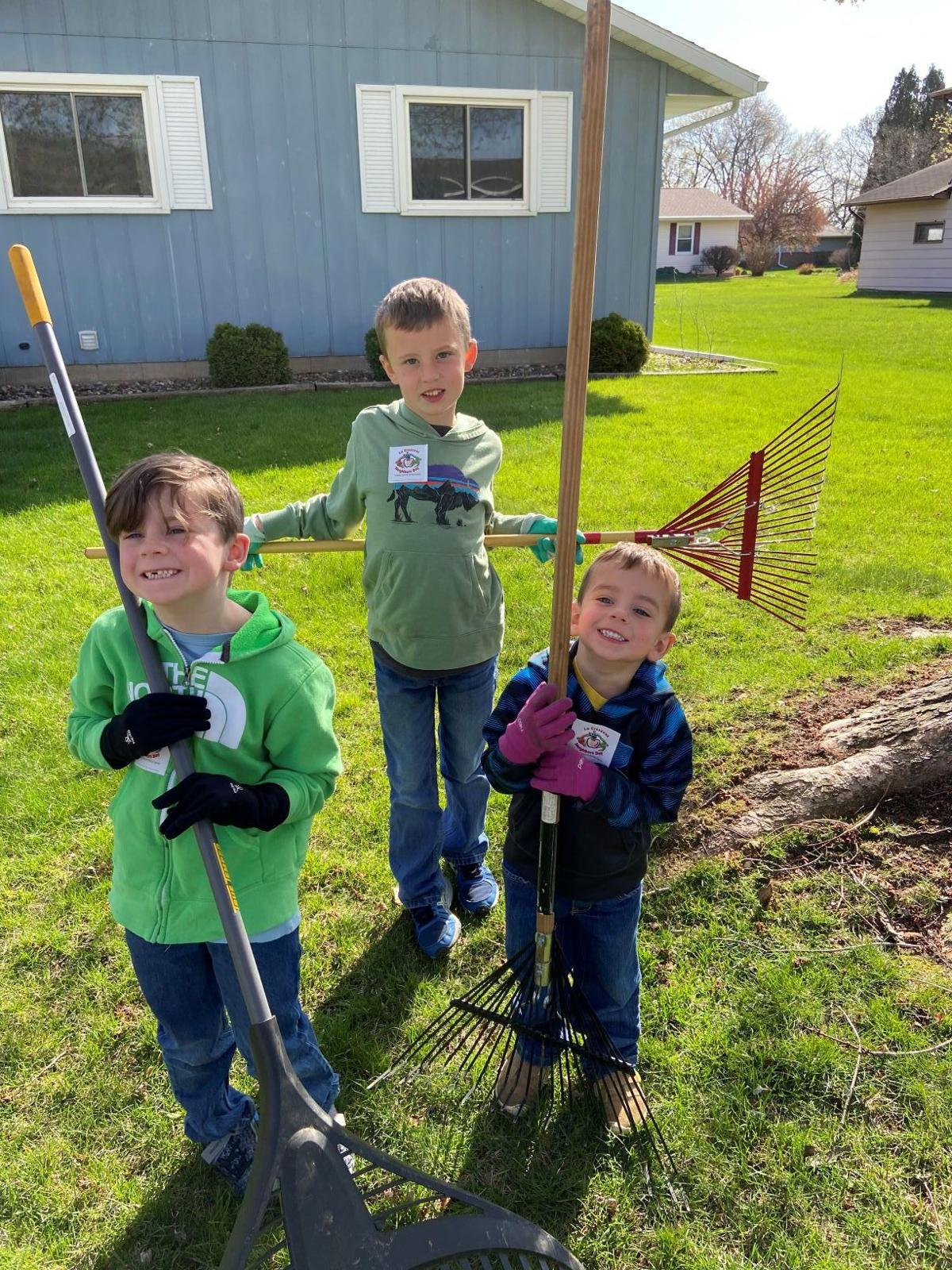 la crescent neighbors day
