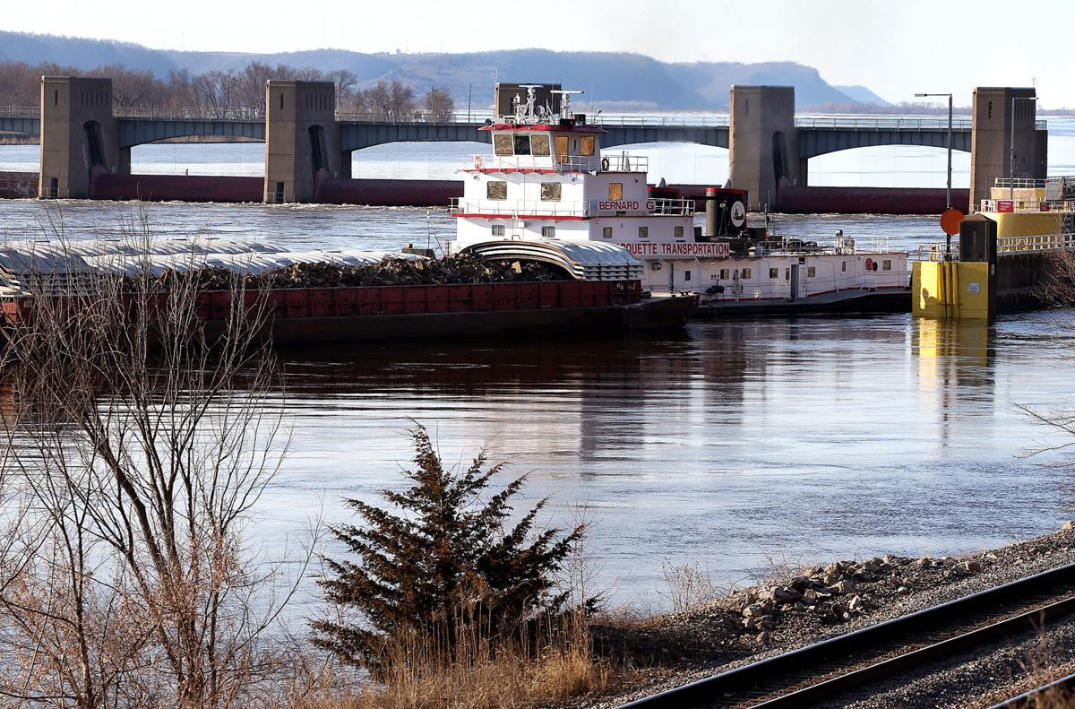 Mississippi River closed at Dubuque for lock and dam repair