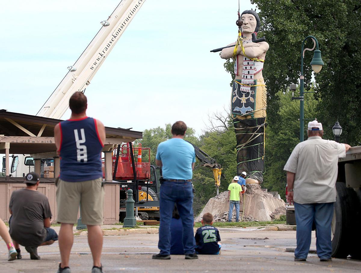 Hiawatha statue removal