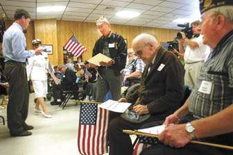 Students offer veterans their thanks