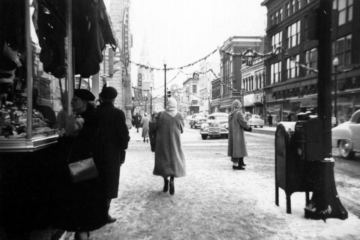 The Way it Was: Christmas shoppers in downtown La Crosse