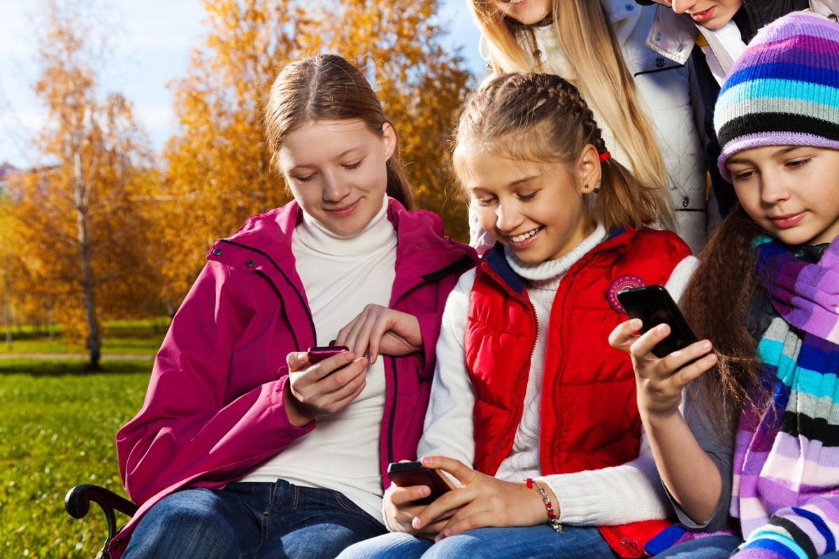MOMS-CSM-PHONES-DMT