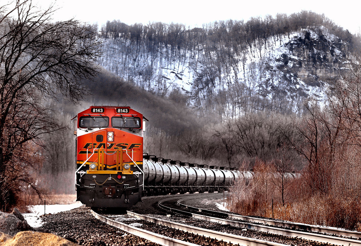 Railroads expand capacity on Mississippi as freight, oil