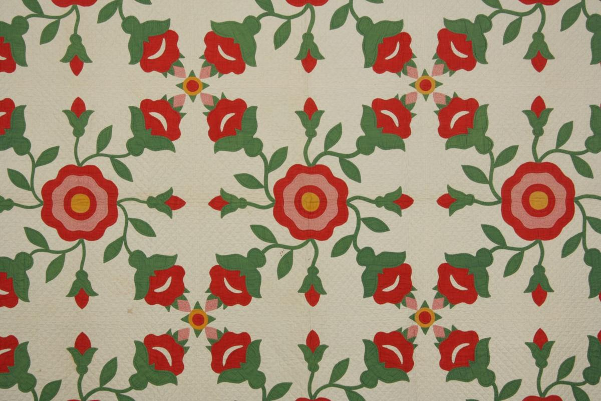 Things That Matter: Red and green applique quilt